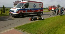 Zderzenie motocykla i samochodu osobowego w Kunkach. Jedna osoba w szpitalu