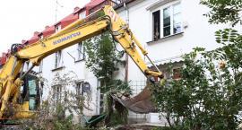Pod kołami buldożera znikają ogródki przy ul. Sienkiewicza 13 i 15 [FILM, ZDJĘCIA]