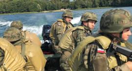Mazowieccy terytorialsi ćwiczyli strzelanie na jeziorze