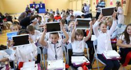 Uczniowie z SP 17 mają tablety zamiast książek i lekkie plecaki