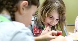 Ciasteczka niepodległości w Szkole Podstawowej 24. Jest ich ponad 2 tysiące sztuk. Gdzie będą w Płocku?