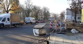 Skrzyżowanie al. Kilińskiego i ul. Sienkiewicza nadal bez asfaltu