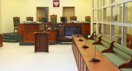 Akt oskarżenia przeciwko dwóm policjantom, lekarce i ratownikowi medycznemu z Płocka