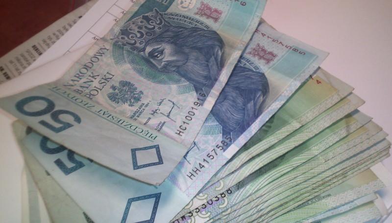 Pieniądze, Zarabiamy coraz więcej krezusów należymy - zdjęcie, fotografia