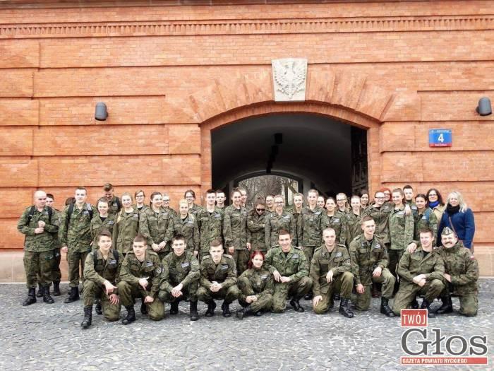 Szkoły średnie, Najlepsi uczniowie Kickiego zwiedzili Muzeum Katyńskie - zdjęcie, fotografia