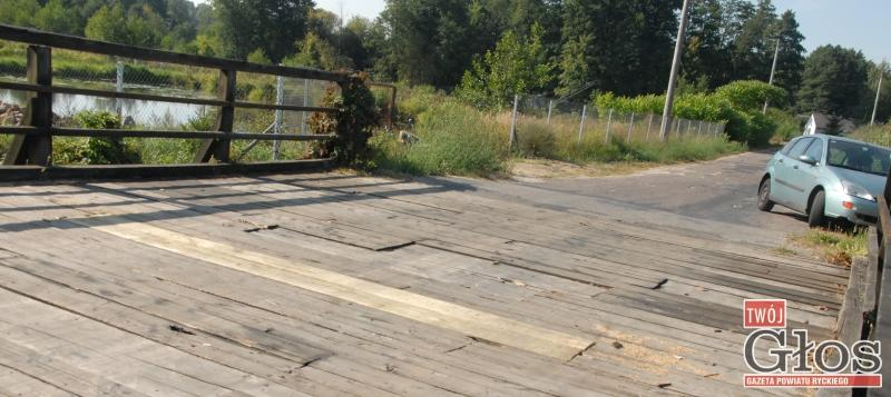 Samorząd, Dziura załatana wymaga kapitalnego remontu - zdjęcie, fotografia