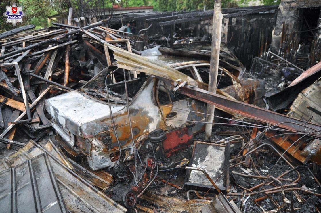 Pożary, Spłonął samochód motocykle strat - zdjęcie, fotografia
