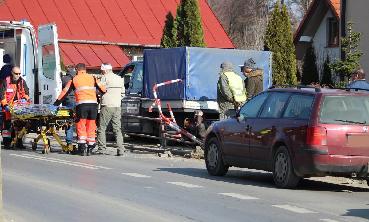 Wypadki, Królewskiej Potrącił pieszego wjechał ogrodzenie - zdjęcie, fotografia