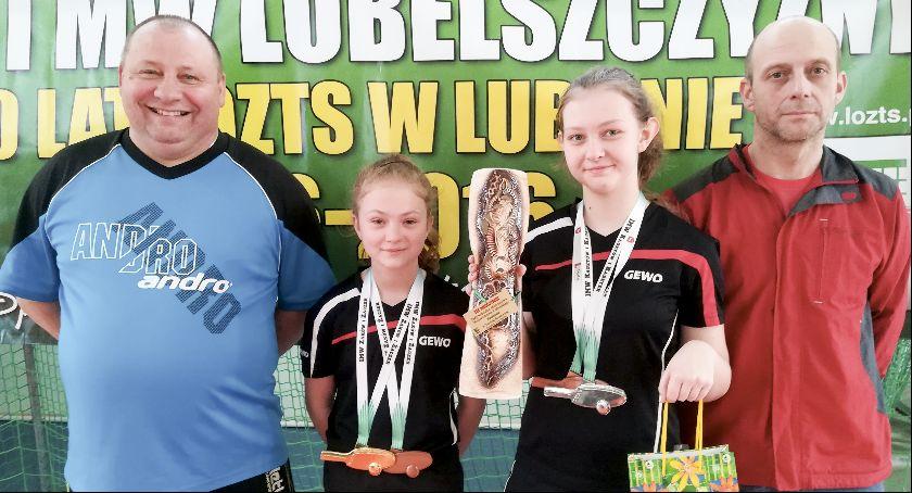 Tenis stołowy, Cztery medale dynamicznych dziewcząt - zdjęcie, fotografia