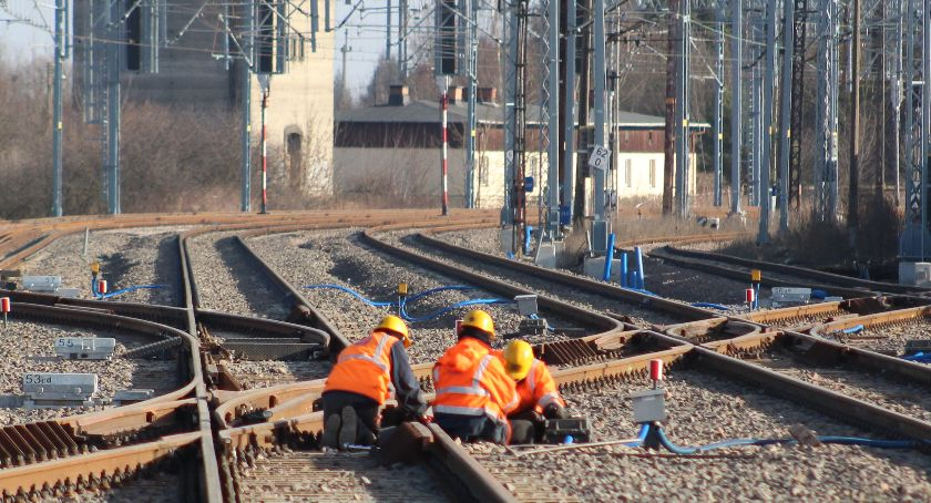 Inwestycje, Prace kolejowej Dęblin Lublin zostały wznowione - zdjęcie, fotografia