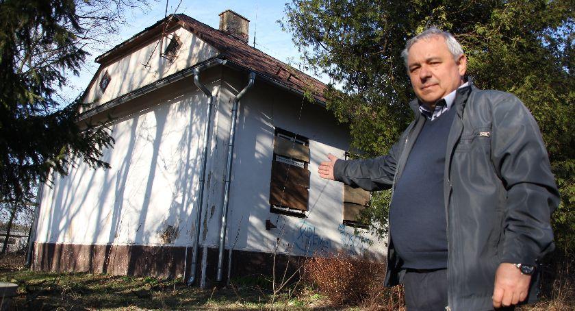Społeczeństwo, Dworek którym malował Wyczółkowski popada ruinę - zdjęcie, fotografia