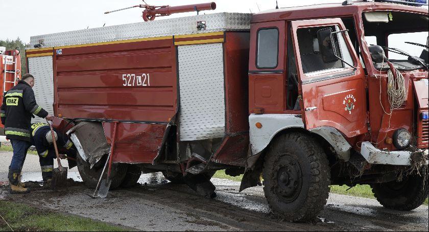 Wypadki, strażacki rowie Wracali pożaru - zdjęcie, fotografia