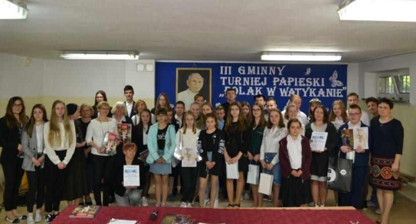 Szkoły Podstawowe, Jedli kremówki - zdjęcie, fotografia