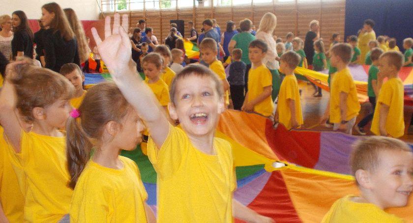 Przedszkola, Połączył wspólny taniec - zdjęcie, fotografia