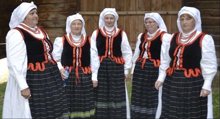 Folklor, Babeczki zaśpiewają Kazimierzu Dolnym - zdjęcie, fotografia