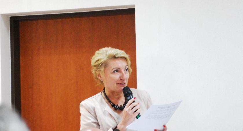 Samorząd, Dęblin Mniej ludzi coraz więcej długów - zdjęcie, fotografia