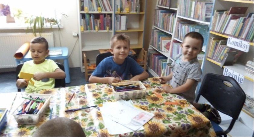 Społeczeństwo, biblioteką Placówka zaprasza dzieci zajęcia - zdjęcie, fotografia
