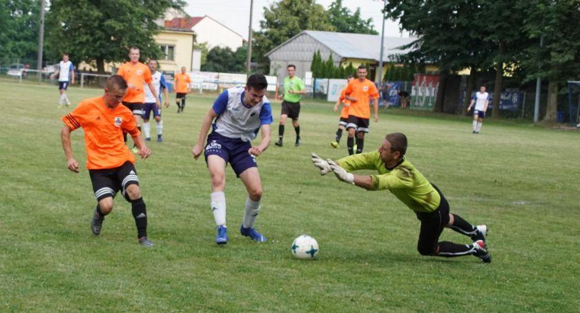 Piłka nożna, Amator nadziejami Biłos Stać walkę - zdjęcie, fotografia