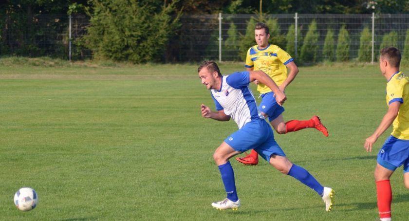 Piłka nożna, Dzisiaj derby Amator zagra Mazowszem - zdjęcie, fotografia