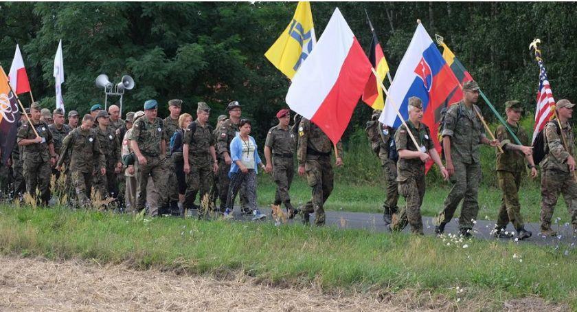 Wojsko, Jasną Górę wyruszyli także żołnierze - zdjęcie, fotografia