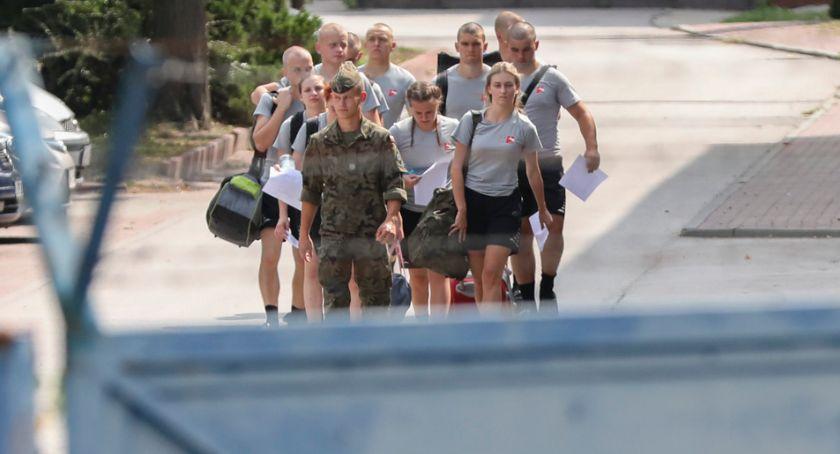 Wojsko, Ponad setka kandydatów rozpocznie naukę legendarnej Szkole Orląt - zdjęcie, fotografia