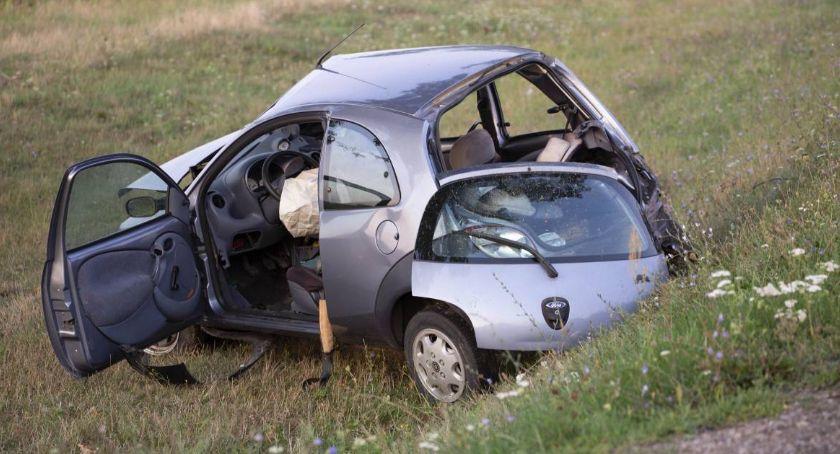 Wypadki, letni kierowca zmarł szpitalu Policja poszukuje sprawcy wypadku - zdjęcie, fotografia
