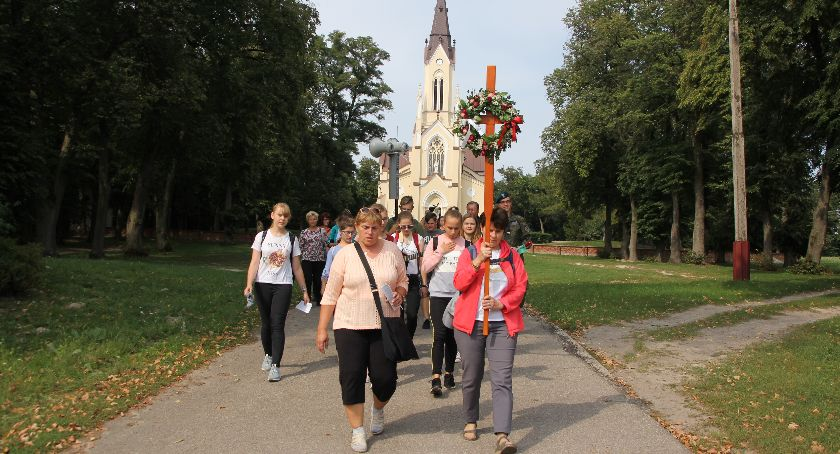 Społeczeństwo, Sobieszyn pielgrzymuje Gułowskiej - zdjęcie, fotografia