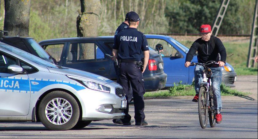 Policja, Rowerzyści lupą policji - zdjęcie, fotografia