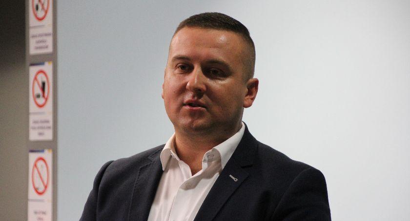 Samorząd, Pływalnia nowego dyrektora - zdjęcie, fotografia