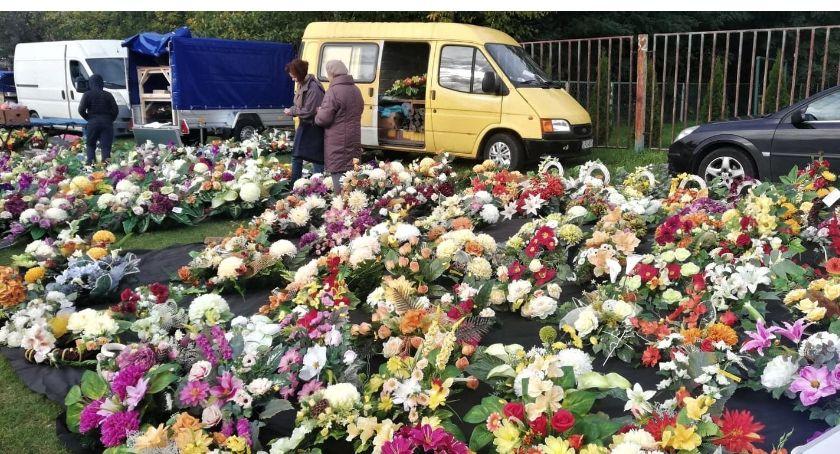 inne, Wszystkich Świętych coraz bliżej Handel kwiatami kwitnie - zdjęcie, fotografia