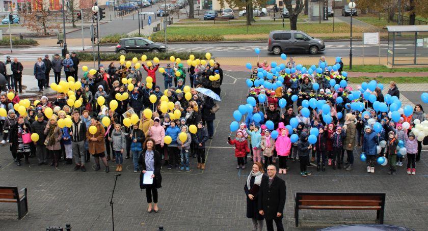 Społeczeństwo, Mieszkańcy Dęblina zaśpiewali swojemu miastu (video galeria) - zdjęcie, fotografia