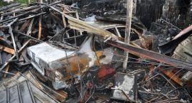 Spłonął samochód i motocykle. 80 tys. zł strat
