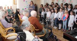 Podzielili się z seniorami darem serca