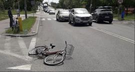 Wjechała rowerwem pod nadjeżdżający samochód