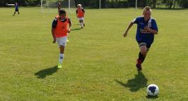 Młodzi piłkarze z naszego powiatu rozpoczęli walkę o ligowe punkty