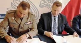 Terytorialsi i wojewoda scementowani umową