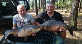 Dęblin. Dariusz Błachnio złowił 15-kilogramowego karpia