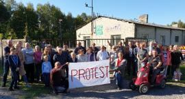 Protestują, bo nie chcą obok domów 60-metrowego masztu