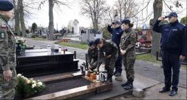 Uczniowie i policjanci uczcili pamięć funkcjonariusza granatowej Policji