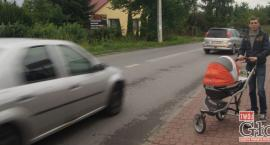 Mieszkańcy: Na ul. 1-ego Maja auta lądują w rowie