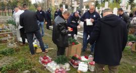 Związkowcy odwiedzili groby policjantów na Ukrainie