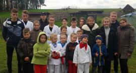 Karatecy gościli w stadninie koni