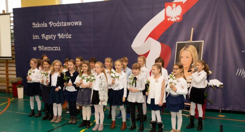 Wiadomości, Agata Mróz patronką Szkoły Podstawowej Niemczu placówce odbyły oficjalne uroczystości - zdjęcie, fotografia