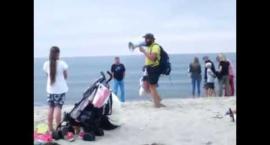 HIT: Sprzedawał kukurydzę nad morzem i śpiewał jak ksiądz! Musisz to zobaczyć
