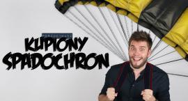 Skoczył z balkonu na spadochronie kupionym przez internet! ZOBACZ