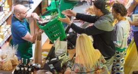 Bołądź i Fabijański na ekologicznych zakupach. Co kupili?