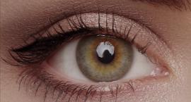 Jak optycznie powiększyć oczy makijażem? Zobacz sprawdzone triki
