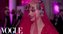 Katy Perry na Gali MET wyglądała jak z horroru! O co chodzi z tą stylizacją?