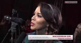 Macademian Girl bez biustonosza: