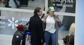 Radek Majdan z kwiatami na lotnisku przywitał Rozenek